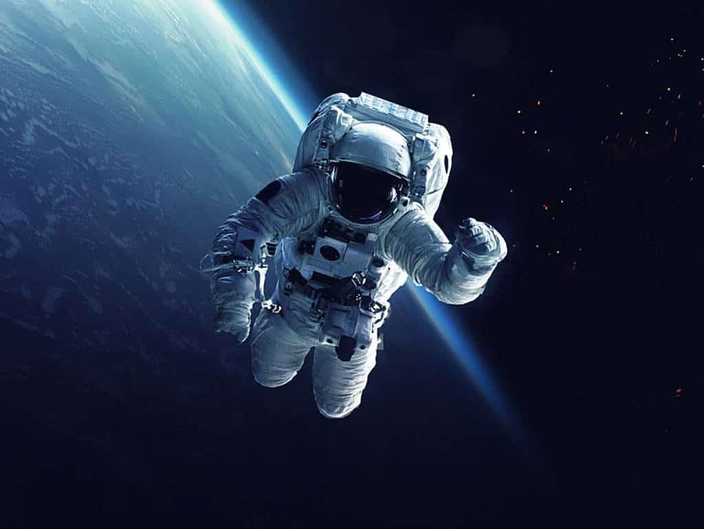 csm_Astronaut-Header_c979bb7bef