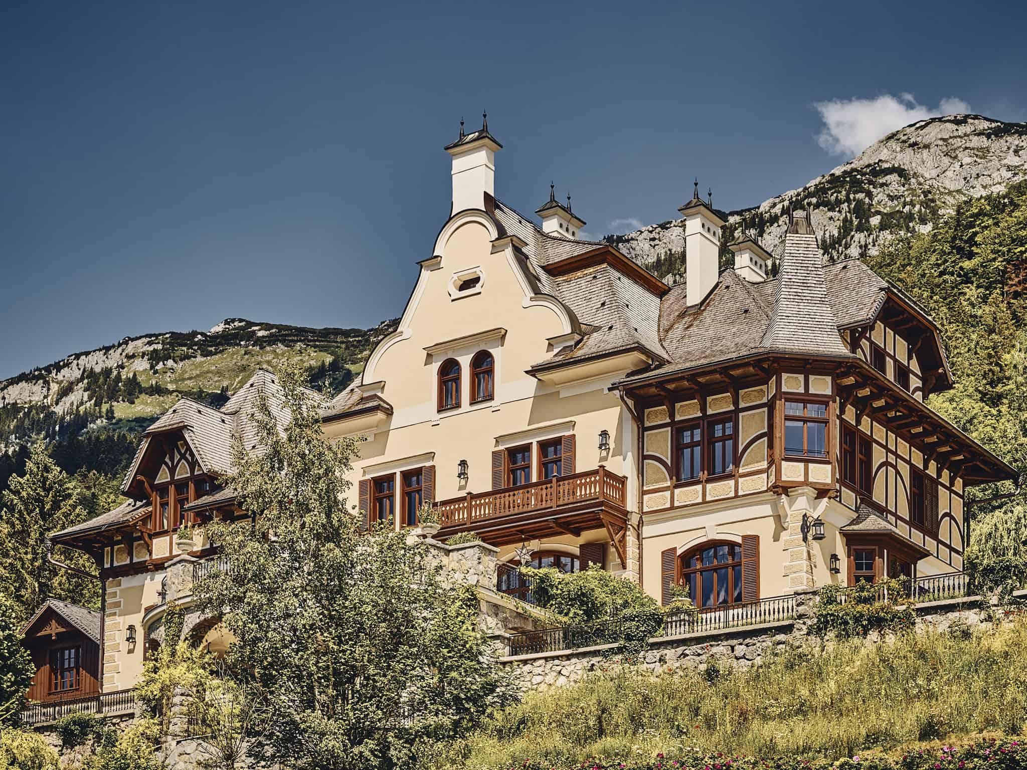 Die Villa Anna am Frundlsee von Außen.