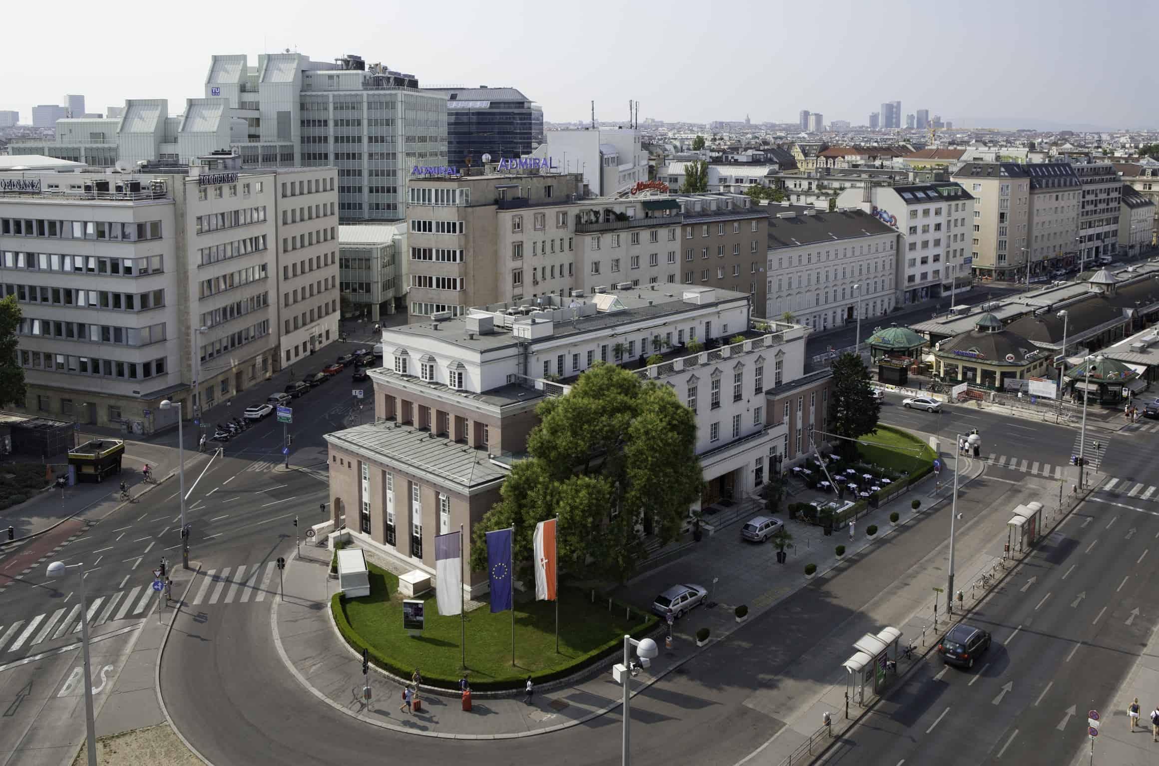 Art-Déco-Gebäude-am-Naschmarkt-c-Stephan-Wyckoff