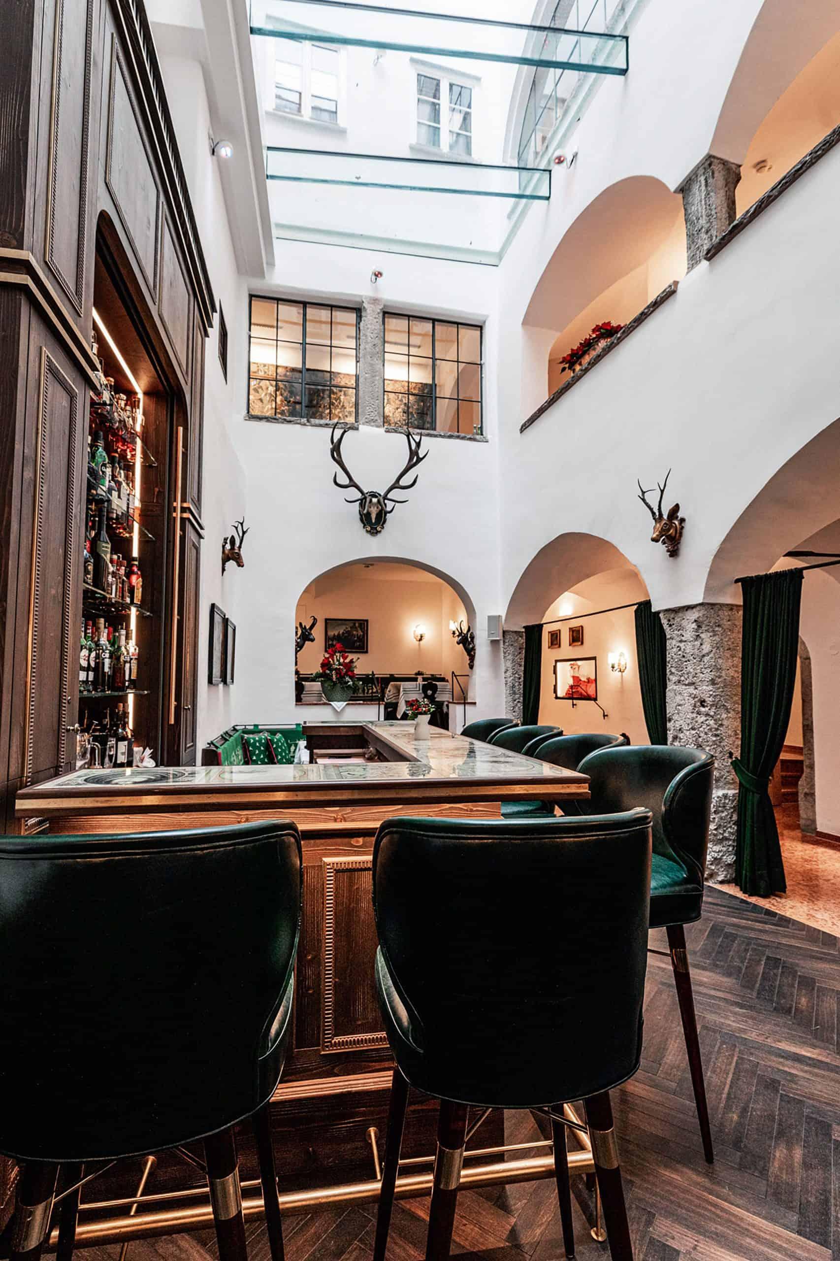 Bar-c-Hotel-Goldener-Hirsch-1-scaled